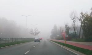 Widoczność będą ograniczać mgły. Synoptycy wydali ostrzeżenie