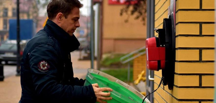 Nowy defibrylator w miejsce skradzionego