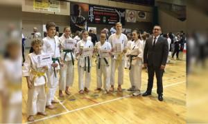 5 medali zawodników karate